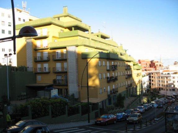 Wohnung in Los Realejos  -  Wohnung fast neu im Zentrum mit Parquet und Stuckverziehrung. Basketball, Squash
