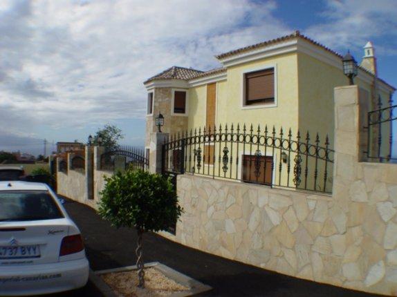 Reizvolle Villa in einer der besten Wohnlagen von Tacoronte mit vielen Extras.