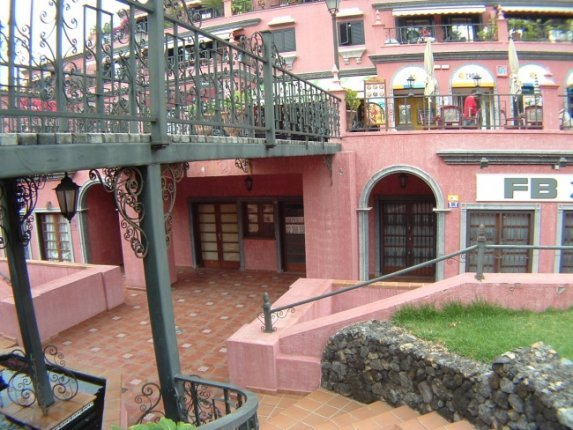 Geschäftslokal in La Paz  -  Geschäftslokal gegenüber Botanischer Garten, in bester Lage. Ideal für Büro.