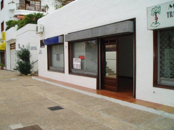 Geschäftslokal in Puerto de la Cruz  -  Geschäftslokal in La Paz, direkter Zugang und Schaufenster. Klimaanlage.