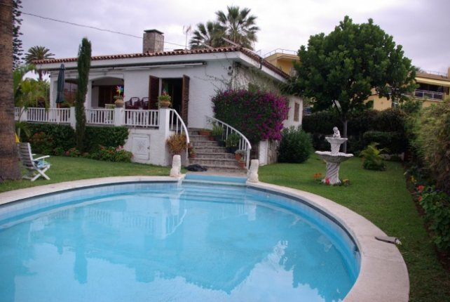 Chalet in Puerto de la Cruz  -  Beautiful chalet with large rooms, very bright and with separate local.