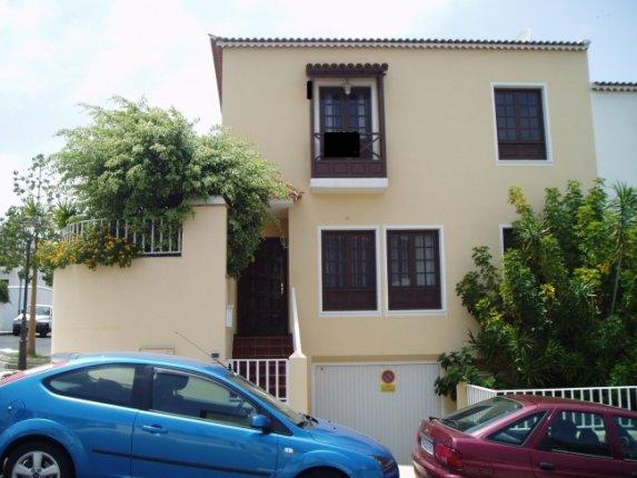 Doppelhaushälfte in La Orotava  -  Grossen Eck-Reihenhaus in ruhiger Gegend mit kleinem Garten und Terasse.
