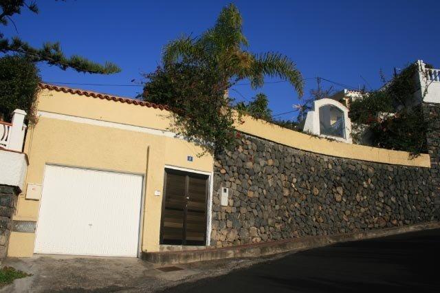 Einfamilienhaus in La Mantanza  -  Sehr schönes chalet in bekannte urbanisation unterhalb der Autobahn