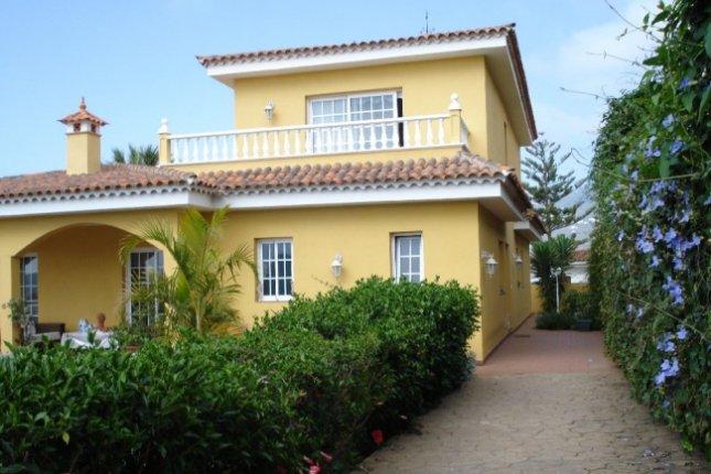 Einfamilienhaus in San Miguel  -  Neubau Einfamilienhaus mit Garten und Terrassen, 6 SZ, 4 BZ, Keller.