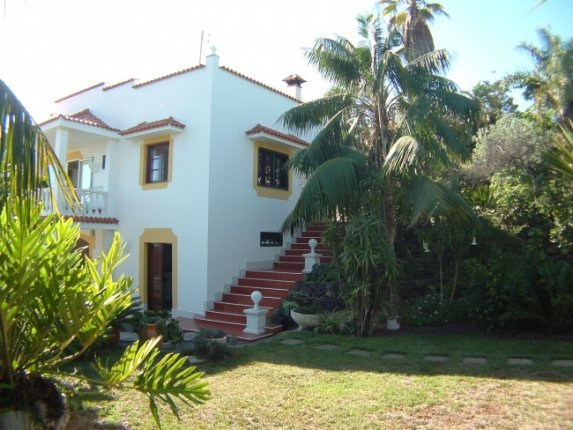 Beautiful rustic finca in best location of Realejos bajo. 2 houses and big park