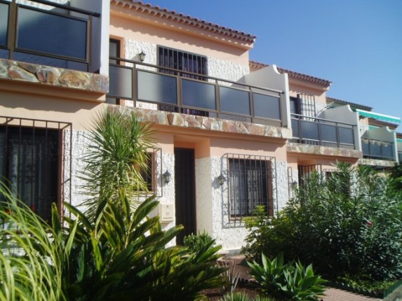 Semi-detached-house in Los Realejos  -  Lovely terraced house with sea views and in quiet area.