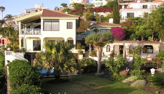 Magnificent house in desirable area of Santa Ursula with spectacular views.