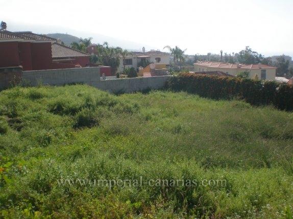 Grundstück in El Durazno  -  Exzellentes Baugrundstück in bester Gegend mit Projekt einer Villa in 2 Stockwerken.