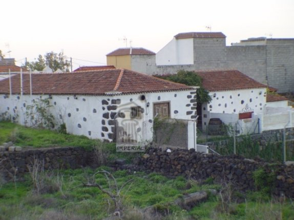 Fantastic restaurant for sale in good area of Puerto de la Cruz with diferent builidings in Finca Style  click to enlarge the image