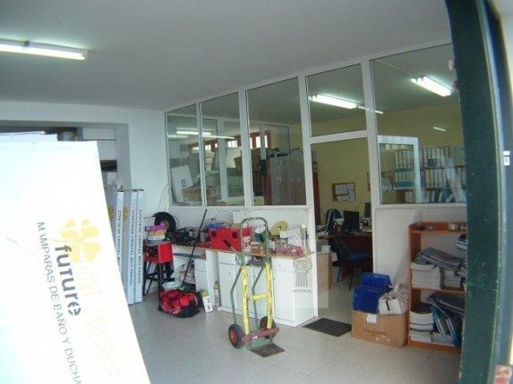 Geschäftslokal in Los Realejos  -  Grosses Lager mit Büroräumen und eigenen Parkplätzen. Direkter Zugang.