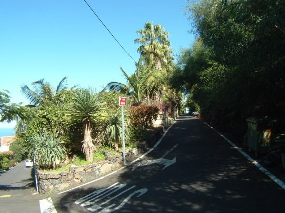 Plot of land under the motorway for 2 houses in Santa Ursula