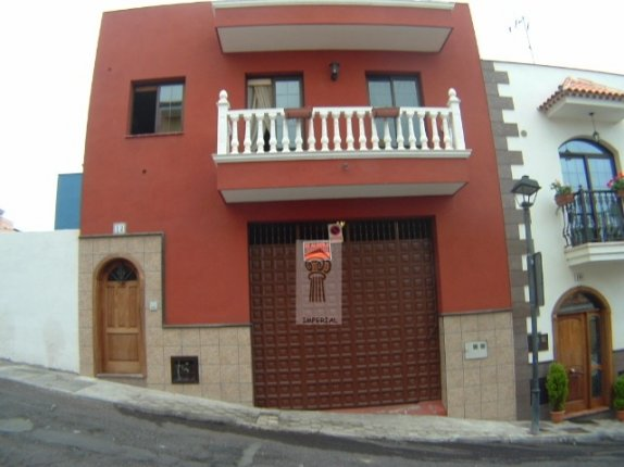 Charming terraced house in quiet area of La Orotava, completely furbished