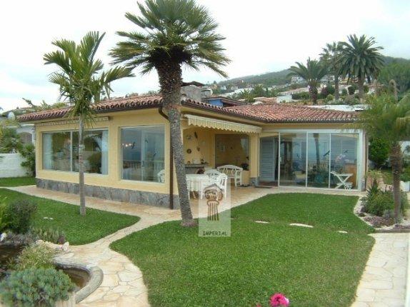 Einfamilienhaus in Santa Ursula  -  Chalet in bevorzugter Wohngegend von Sta. Ursula mit Meerblick und grosszügiger Aufteilung.