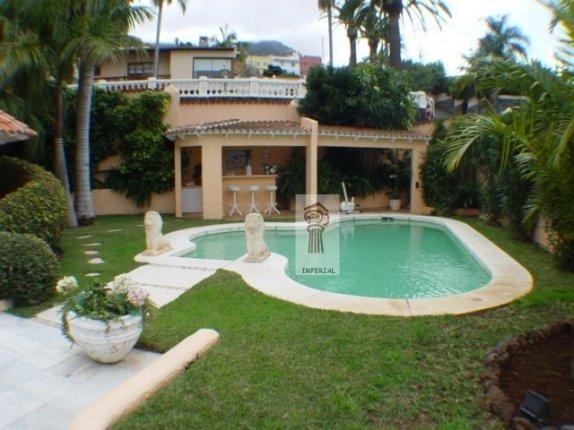 Einfamilienhaus in Casablanca  -  Fabelhaftes Chalet mit einmaligem Blick in ruhiger Wohnlage, mit Gästeapartment.