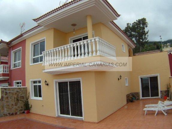 Doppelhaushälfte in Cuesta de la Villa  -  Fabelhafte Doppelhaushälfte in ruhiger Wohnlage von Santa Ursula, mit Garten