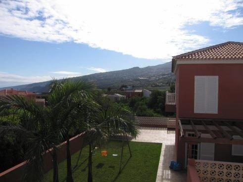 Doppelhaushälfte mit Terrasse, Garten und schönem Blick, Enorme Garage