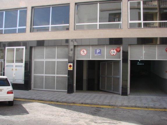 Garage in centro  -  80 öffentliche Garagenplätze.