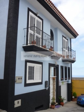 Large canarian house with nice views to Teide and sea.