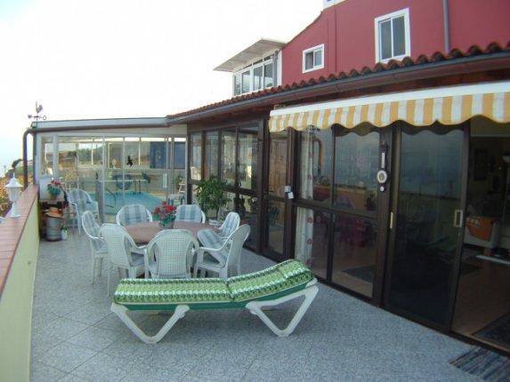 Kanarisches Haus in La Victoria  -  Gro�z�giges Stadthaus in kanarischem Stil mit gro�en Terrassen und separaten Appartements.