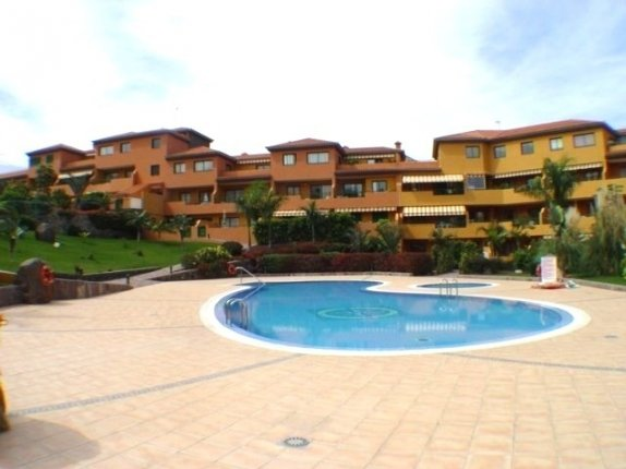 Apartment in San Fernando  -  Apartment well kept in quiet area, furnished and in complex with heated pool