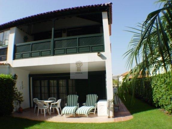 Doppelhaush�lfte in Jardines de la Quintana  -  Sch�ne Doppelhaush�lfte in Puerto de la Cruz zu vermieten, m�bliert.
