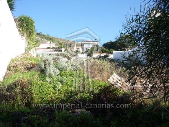 Grundstück in Los Angeles  -  Bereit zum bebauen. Grundstück mit fantastischem Blick auf Meer und auf den Teide in einer sehr ruhigen Wohngegend.