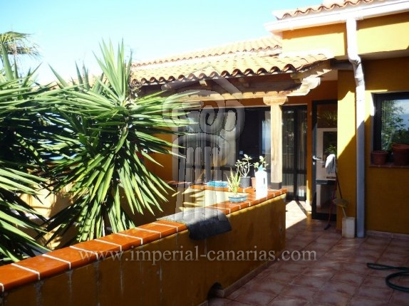 Big chalet with many outside areas for enjoying peaceful the lovely views.