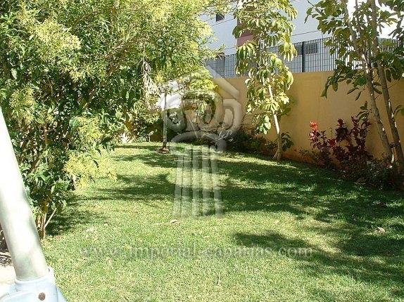 Grosses Einfamilienhaus neben dem Park La Vega mit Garten und Garage.