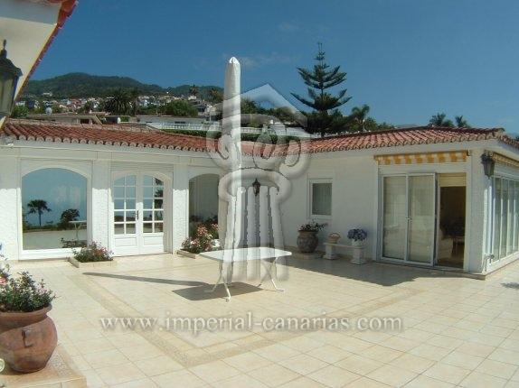Einfamilienhaus in San Patricio  -  Elegante Villa mit paradiesischem Blick in bester Wohngegend.