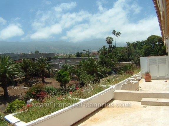 Wohnung in La Paz  -  Elegante Wohnung  in La Paz mit grosszügiger Gartenanlage und Pool.