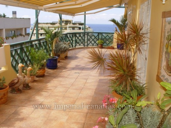 Spectacular penthouse in desirable area of Puerto de la Cruz with sea views.