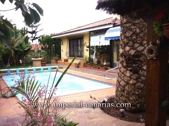 Einfamilienhaus in El Drago  -  Großräumiges Chalet mit beheiztem Pool