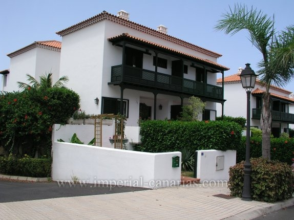 Charming and large terraced house in nice and quiet Urbanisation of Puerto.
