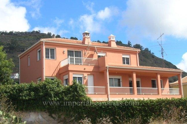 Fabelhaftes Einfamilienhaus mit wunderschöner Gartenanlage, mehrere Terrassen, Teideblick und Weinkeller.