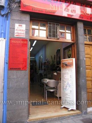 Se traspasa local de Peluquería y Estética en pleno funcionamiento con mas de 8 años y con clientela fija.