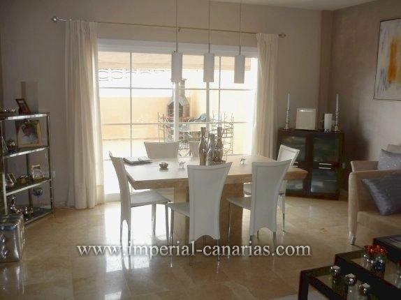 Reihenhaus in El Durazno  -  Wunderschönes Reihenhaus in einem der beliebtesten Gegenden von Puerto de la Cruz. Luxus-Küche und Marmor-Fußboden.