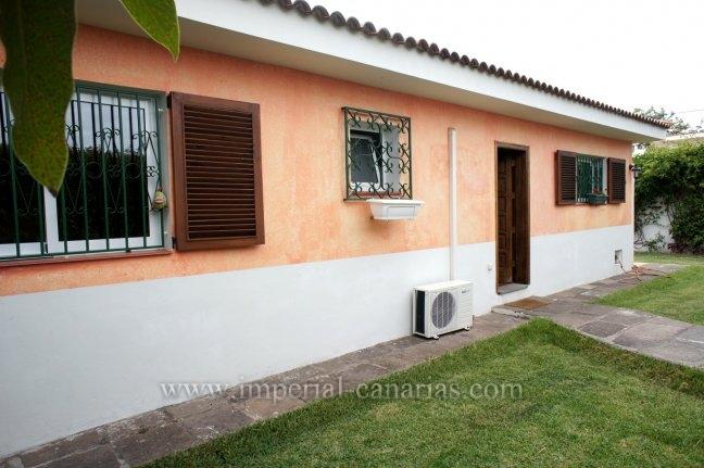 Einfamilienhaus in San Nicolas  -  Einfamilienhaus auf 1 Etage mit gepflegter Gartenanlage und in ruhiger Wohngegend, schnelle Zufahrt auf die Autobahn.