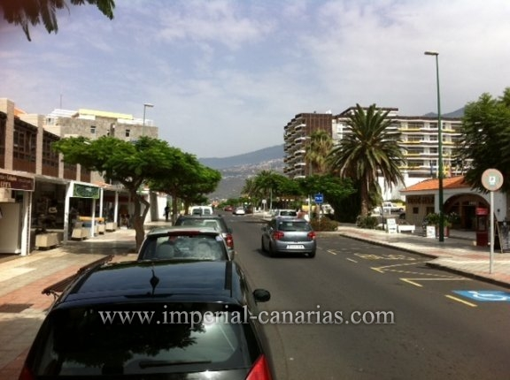 Big shop with terrace and basement in the main road of La Paz.