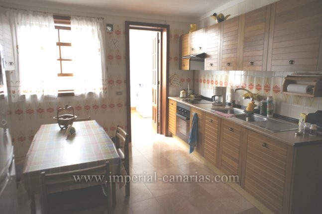 luxury apartment in privileged location in town center with garage