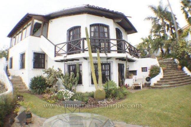 Einfamilienhaus in risco del perro  -  Eine einzigartige Traumvilla, gelegen in erster Linie auf einem Kliff �ber dem Meer.