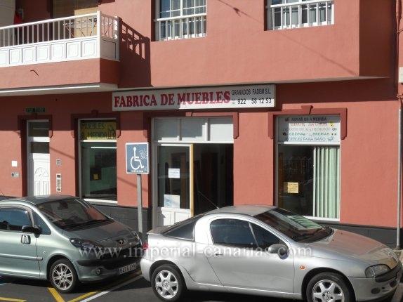 Geschäftslokal in San Agustin  -  Geschäftslokal mit grossem Schaufenster und Bad