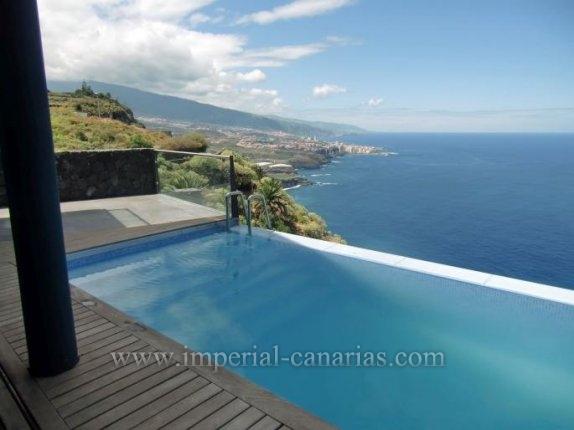 Einfamilienhaus in La Mancha  -  Extravagante Villa im modernen Baustil mit atemberaubendem Blick in erster Linie am Meer.