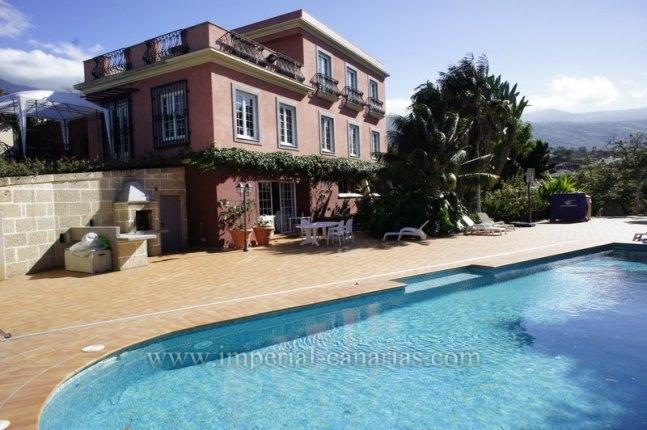 Anwesen der Extraklasse mit parkähnlichen Gärten in Küstengegend bei Puerto de la Cruz.  klicken zum vergrössern