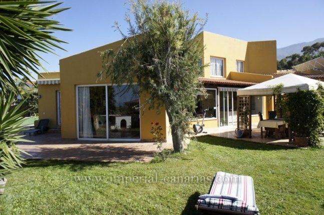 Einfamilienhaus in La Quinta  -  Grossz�giges Einfamilienhaus in Bestlage in Santa Ursula mit G�stewohnung.