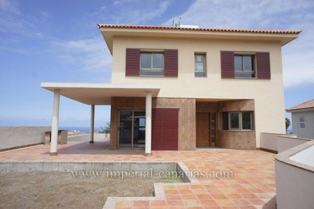 Einfamilienhaus in Casa Azul  -  Beeindruckendes neues Chalet, Erstbezug, in ruhiger Gegend aber gleichzeitig nah der Infrastruktur.