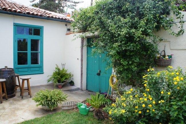 Einfamilienhaus in Sitio Litre  -  Wohnen Sie neben dem Orchideen Garten in Sitio Litre in Puerto de la Cruz, in einem schönen Haus im kanarischen Stil, in der  Nähe von allen Annehmlichkeiten.