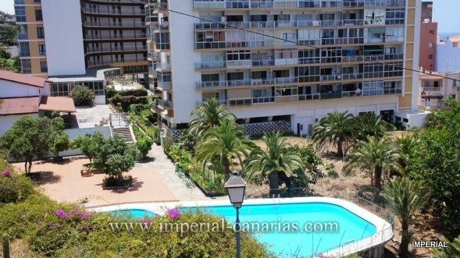 Duplex zum Verkauf im Zemtrum von Puerto de la Cruz mit Swimmingpool Anlage und Parking.