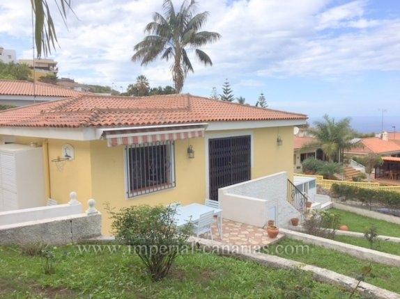 Sehr schönes Einfamilienhaus mit traumhaften Meerblick in ruhiger Wohngegend von El Sauzal ( Urb. La Primavera).