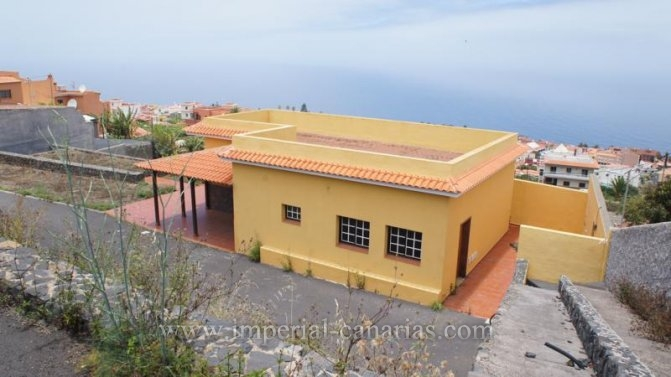 Einfamilienhaus in Salto del Gato  -  Schönes Einfamilienhaus in grosser Finca mit vielen Möglichkeiten.