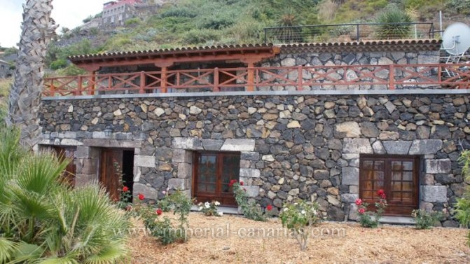 Great finca for agriculture explotation with small chalet.